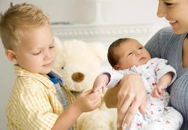 Ежемесячные пособия на второго ребенка