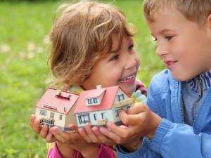 Как выделить долю в квартире детям