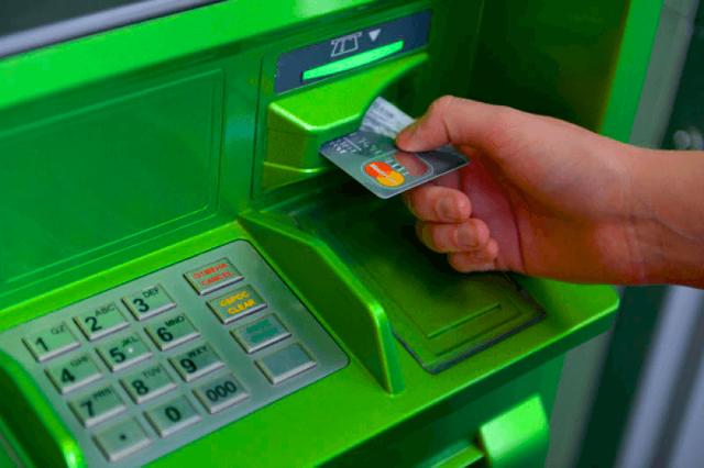 Что делать, если банкомат съел карту Сбербанка