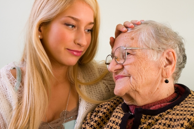 Уход за пожилыми людьми старше 80 лет