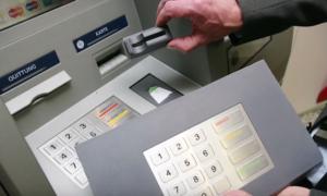 Почему снимают деньги с карты Сбербанка, как их вернуть