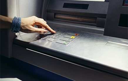 Лимит снятия наличных ВТБ 24 с карты в банкомате