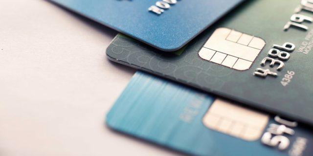 Чем отличается от зарплатной дебетовая карта